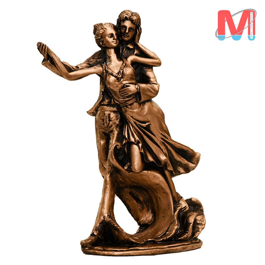 مجسمه رزین دختر و پسر با مفهوم عشق