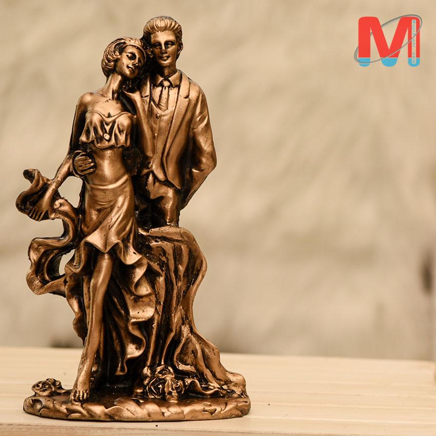 مجسمه رزین دختر و پسر عشق و ناز
